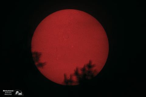 Merkurtransit im H-Alpha -Licht kurz vor Sonnenuntergang